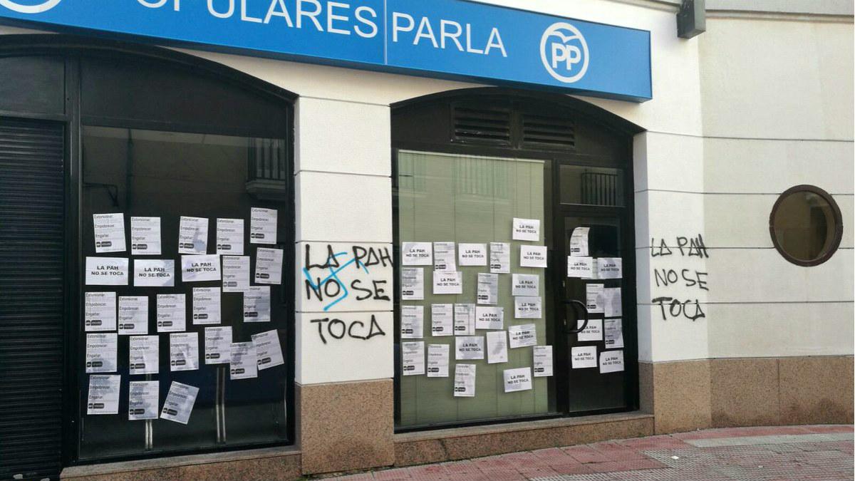 La sede del PP en Parla, atacada por desconocidos en nombre de la PAH. (TW)