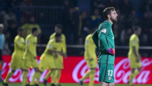Los futbolistas del Villarreal celebran uno de los goles ante el Atlético