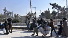 Civiles abandonan Alepo. (Foto: AFP)