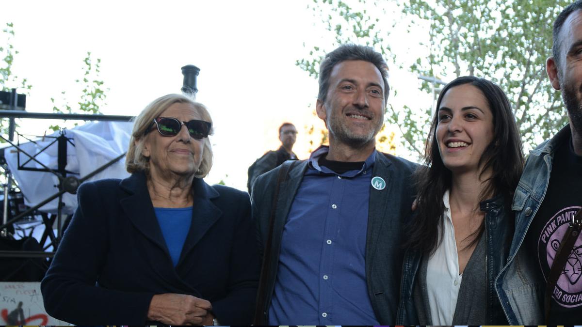 La alcaldesa, su tercer teniente alcalde Mauricio Valiente y la portavoz Rita Maestre. (Foto: AM)