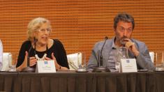 Manuela Carmena en el Ayuntamiento junto a Mauricio Valiente (Izquierda Unida), tercer teniente alcalde. (Foto: Madrid)