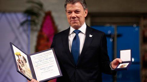 10 de diciembre de 2016. Juan Manuel Santos recibe el Premio Nobel de la Paz por un controvertido 'proceso de paz' en Colombia rechazado por los ciudadanos en referéndum. (Foto: AFP)