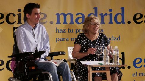 La alcaldesa de Madrid, Manuela Carmena, y Pablo Soto, concejal de Transparencia. (Foto: Madrid)