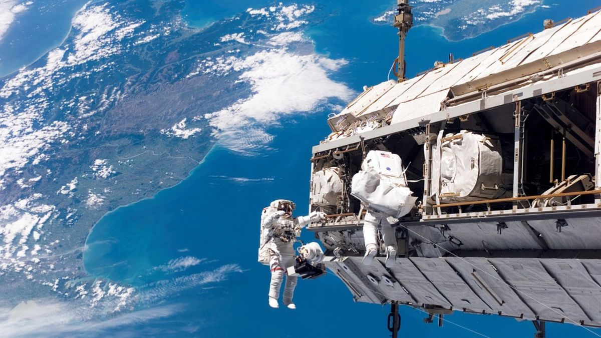 Cuál es el trabajo de los astronautas en la ISS