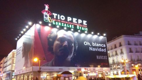 El cartel de la polémica en la Puerta del Sol.