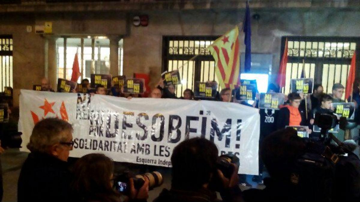 Concentración de la CUP en apoyo a los detenidos.