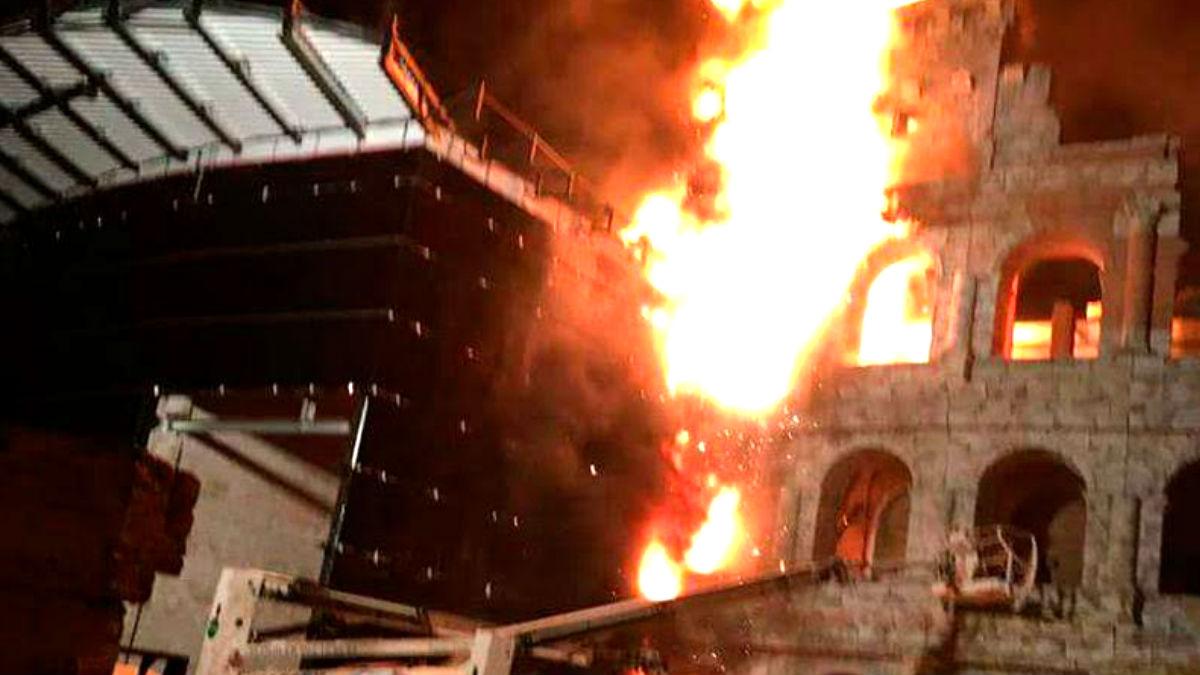 Imagen del incendio en el Ferrari Land de Port Aventura (Foto: Xana Sánchez).