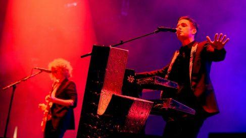 Dave Keuning y Brandon Flowers, integrantes de The Killers, durante un concierto. Foto: AFP