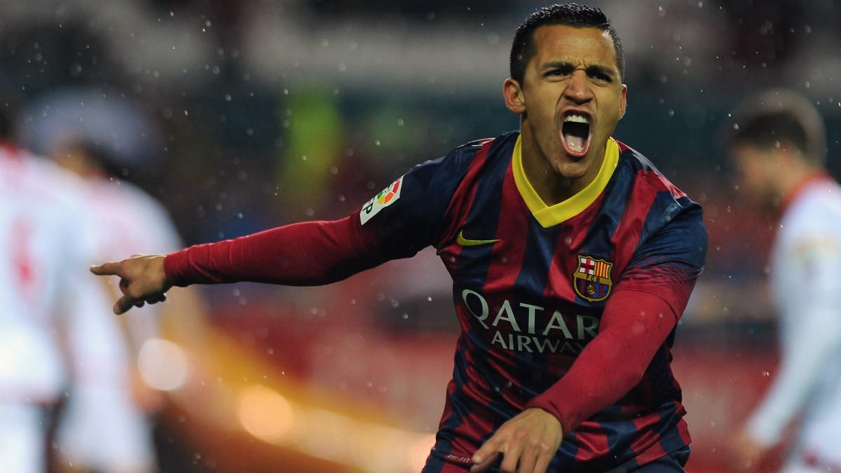 Alexis Sánchez se marchó del Barcelona al Arsenal. (AFP)