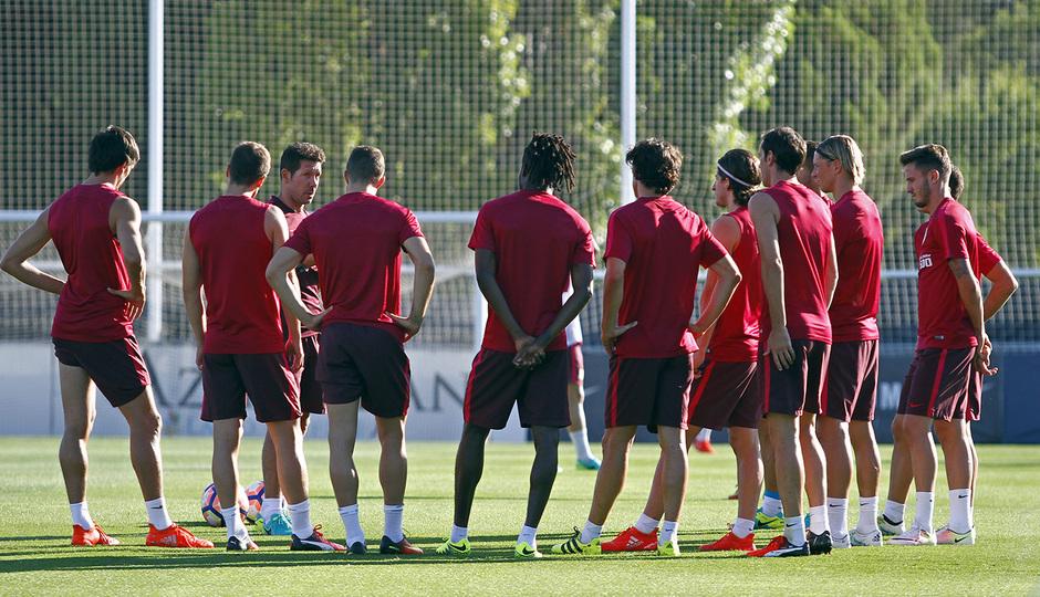 El Cholo Simeone dirige un sesión de entrenamiento