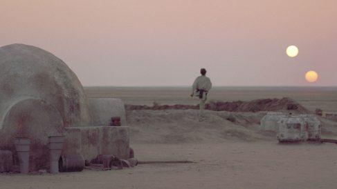 Una escena de Star Wars en el planeta Tatooine, donde se ven sus dos soles. Foto: GeorgeLucas
