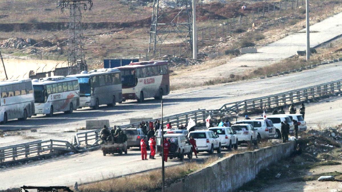 Autobuses camino de Alepo (Foto: AFP).