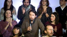 Iglesias y otros dirigentes de Podemos en el acto de este domingo (Foto: Efe).