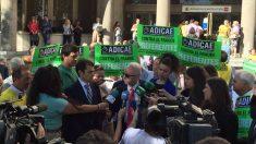 Concentración de manifestantes por Adicae.