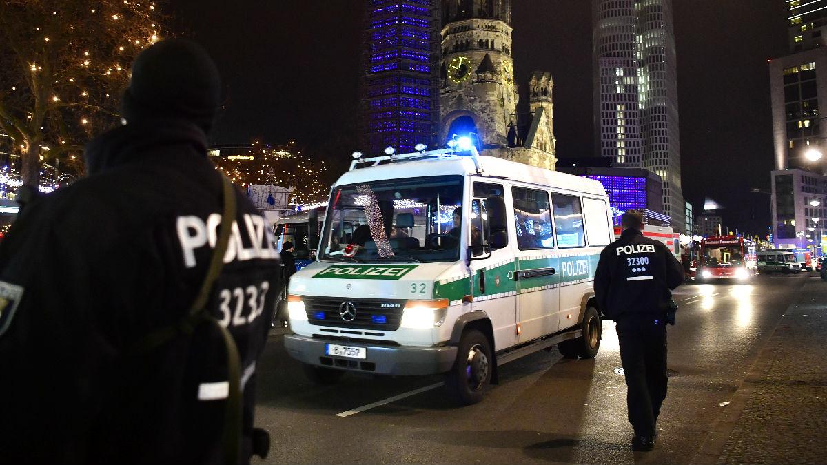 Policías en el lugar del atropello (Foto: AFP).