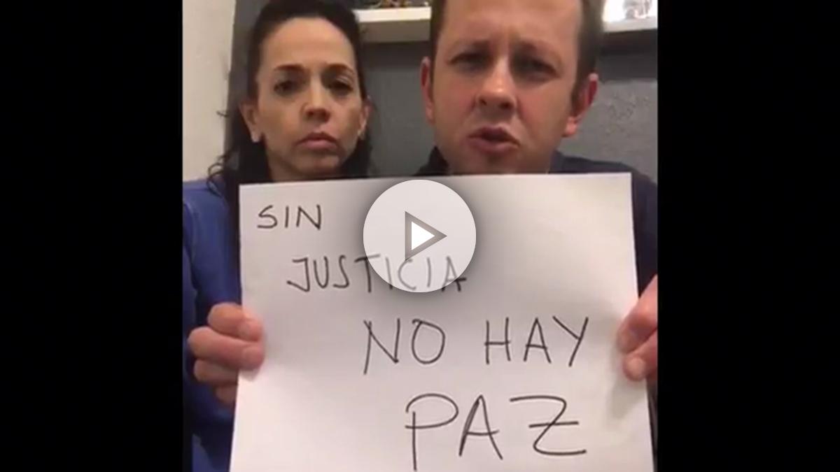 Arias, junto a su mujer, pidiendo a Santos la «paz» con el uribismo.