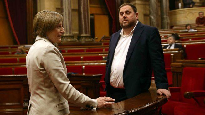El govern recibe apercibimientos del tc y varios for Mesa parlament