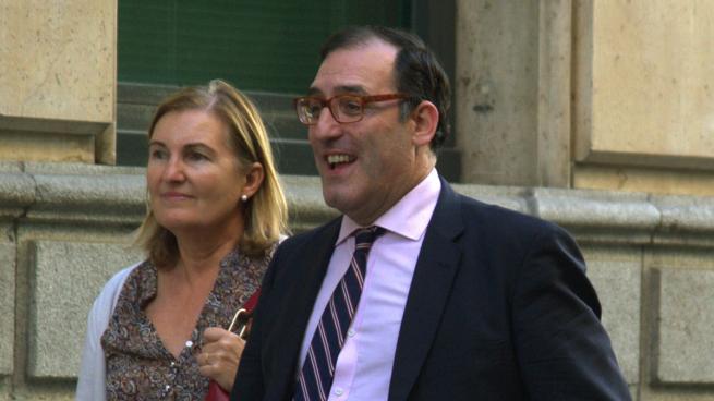 Velasco imputa a una asesora de Cartagena por ir a una reunión de Púnica aunque estaba ¡en Oxford!