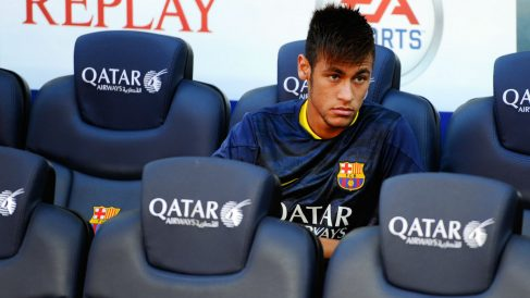 Neymar, en el banquillo del Camp Nou. (Foto: Getty)