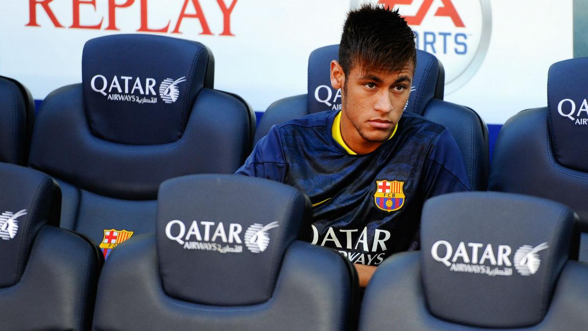 Neymar, en el banquillo del Camp Nou. (Foto: Getty)