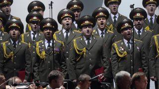 Miembros del Coro del Ejército Rojo durante una actuación. (Foto: AFP)