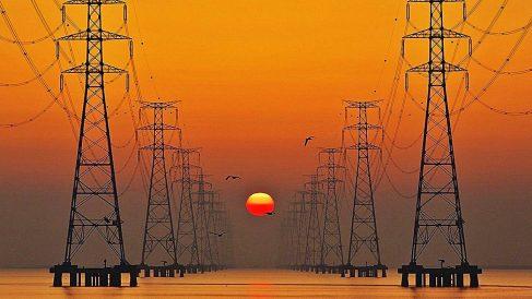 El consumo de electricidad de las grandes empresas cae en abril.