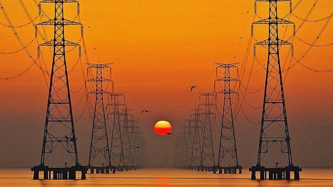 El verano impulsa el consumo eléctrico de las grandes empresas: aumenta en julio un 2,5%
