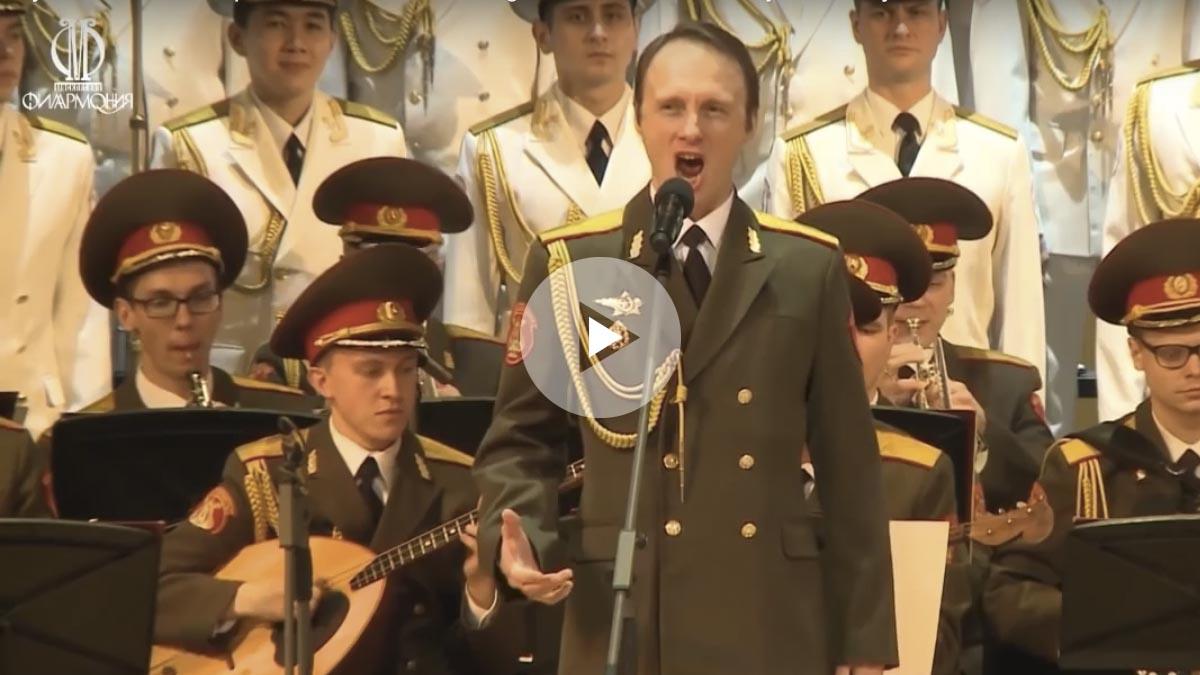Vladislav Golikov, del Coro del Ejército Rojo, interpretando una jota
