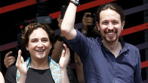 Ada Colau y Pablo Iglesias. (Foto: AFP)