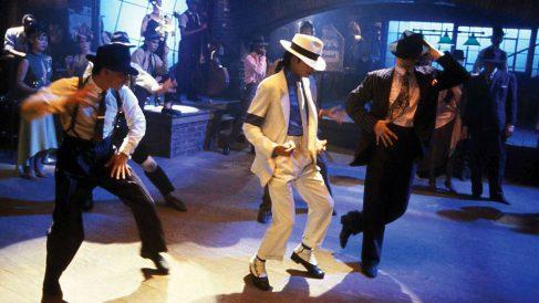 El célebre cantante fallecido Michael Jackson con el sombrero blanco que se convirtió en un icono representativo del cantante.