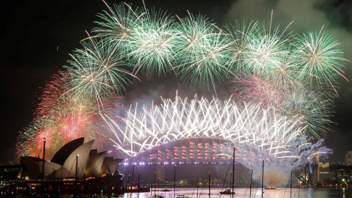 Los famosos fuegos artificiales con los que se despide el año en Sidney, Australia. Foto: twitter