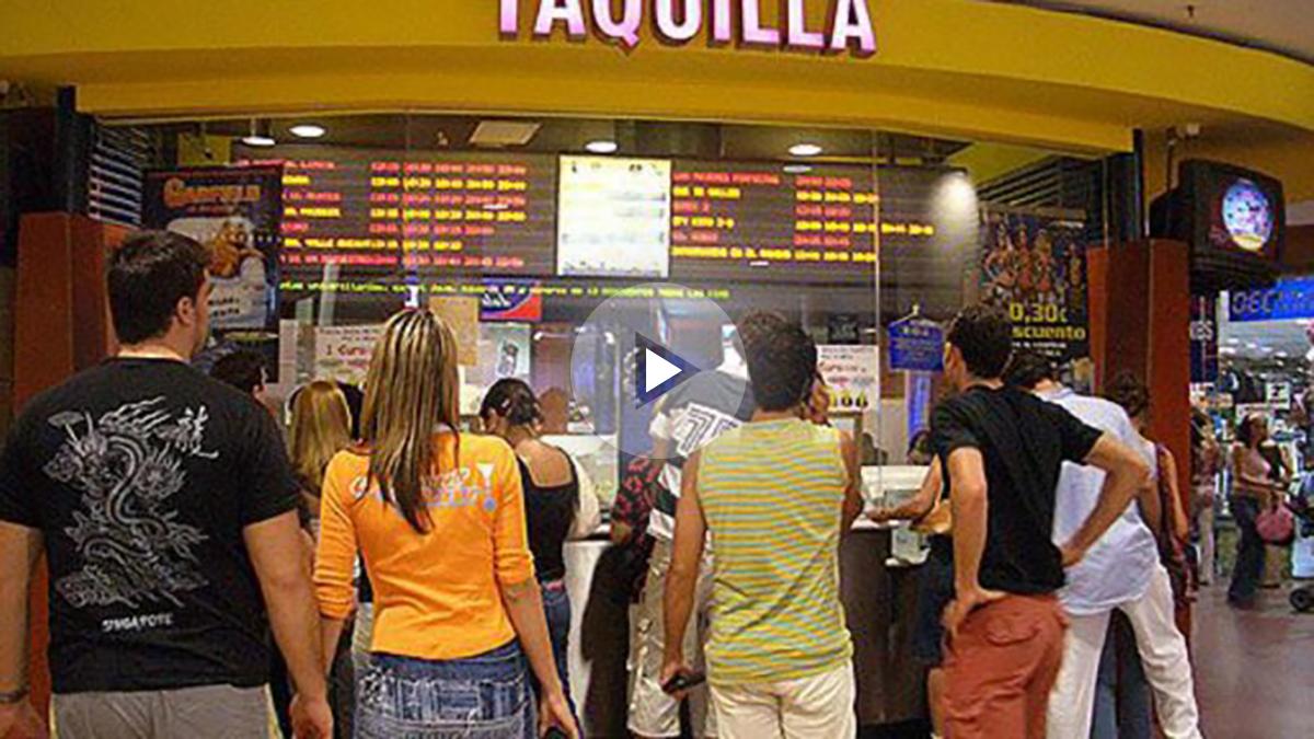 Gente haciendo cola para comprar entradas para el cine. Foto: Archivo