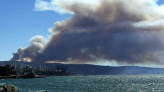 Imagen del incendio cerca de Valparaíso (Foto: AFP).