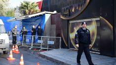 Agentes de policía en la entrada a la discoteca Reina de Estambul, donde la madrugada del 1 de enero un atacante asesinó a tiros a, al menos, 39 personas. Foto: AFP