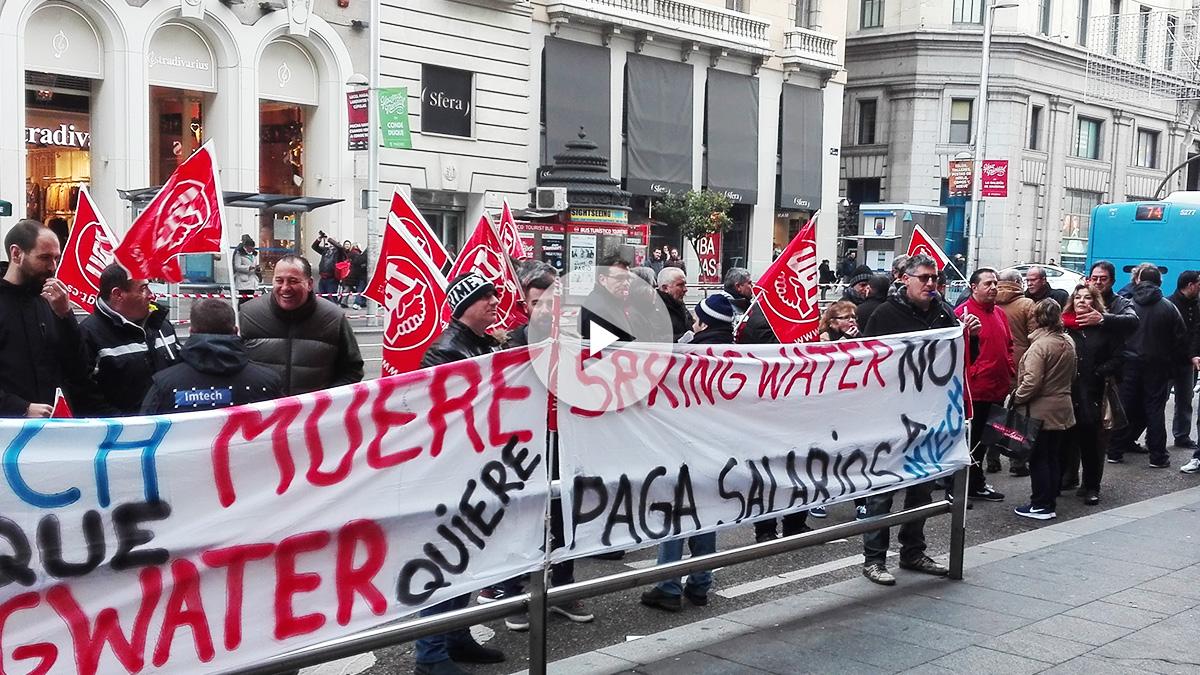 Empleados de la división de mantenimiento de Imtech Spain manifestándose ante las oficinas de Springwater en Madrid