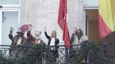 La presidenta de la Comunidad de Madrid y los Reyes Magos en la sede del gobierno regional (Comunidad de Madrid).