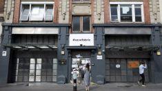 La célebre discoteca londinense Fabric durante su cierra con el cartel pidiendo su reapertura. Foto: AFP