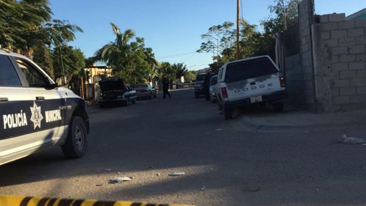 Policía realizando registros en San José del Cabo, México.