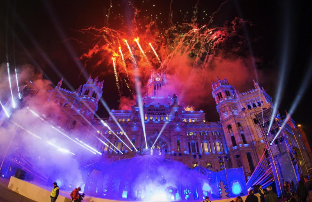 Fuegos artificiales tras el discurso de Carmena en la cabalgata. (Foto: Madrid)
