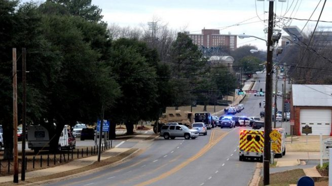 Detenido un hombre que tomó ocho rehenes en un banco de Alabama