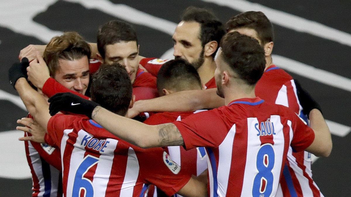 El Atlético celebra uno de los goles ante Las Palmas. (EFE)