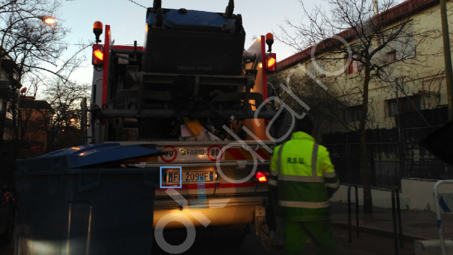 Carmena contrata camiones italianos para que recojan el cartón en Madrid