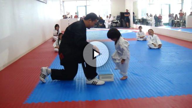 Este pequeño practicando Taekwondo será lo más tierno que verás hoy