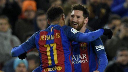 Neymar celebra con Messi el tercer tanto del Barça