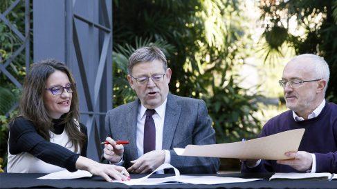 Mónica Oltra, Ximo Puig y Antonio Montiel. (Foto: EFE)