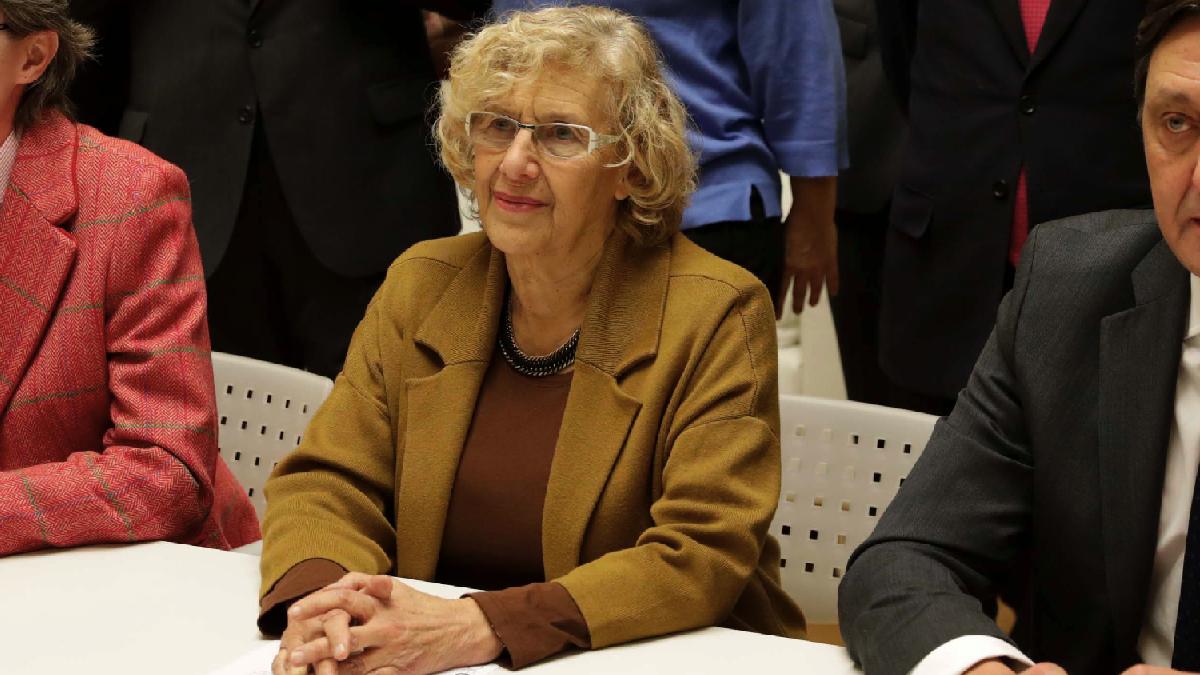 La alcaldesa Carmena en la firma del convenio con los procuradores. (Foto: Madrid)