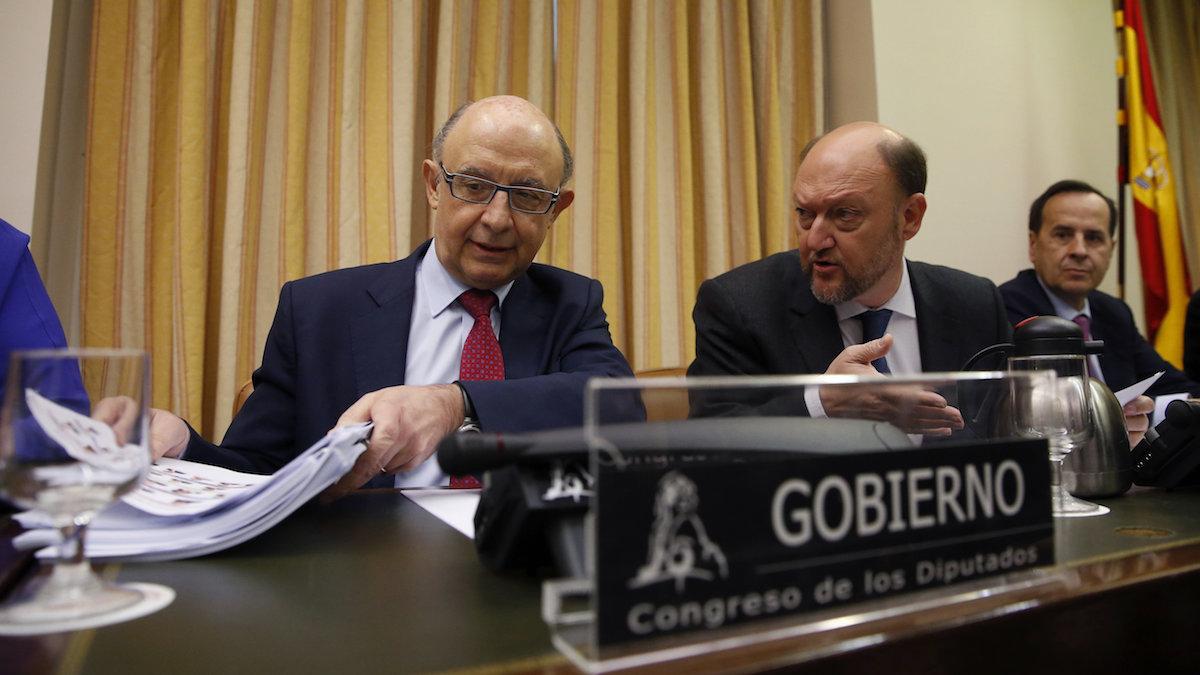 El ministro de Hacienda, Cristóbal Montoro, en el Congreso de los Diputados. (Foto: EFE)