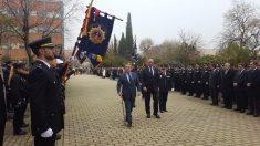 El ministro del Interior, Juan Ignacio Zoido, pasando revista a la Policía.