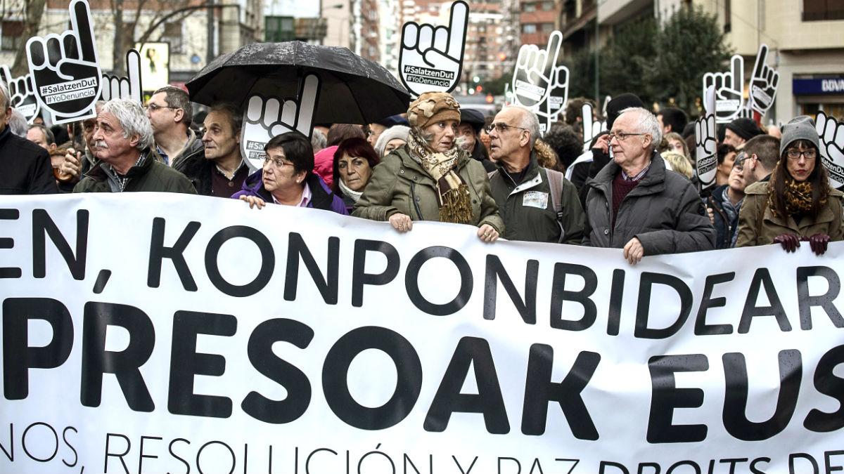 Cabecera de la manifestación que este sábado ha recorrido las calles de Bilbao. (Foto: EFE/Javier Zorrilla)
