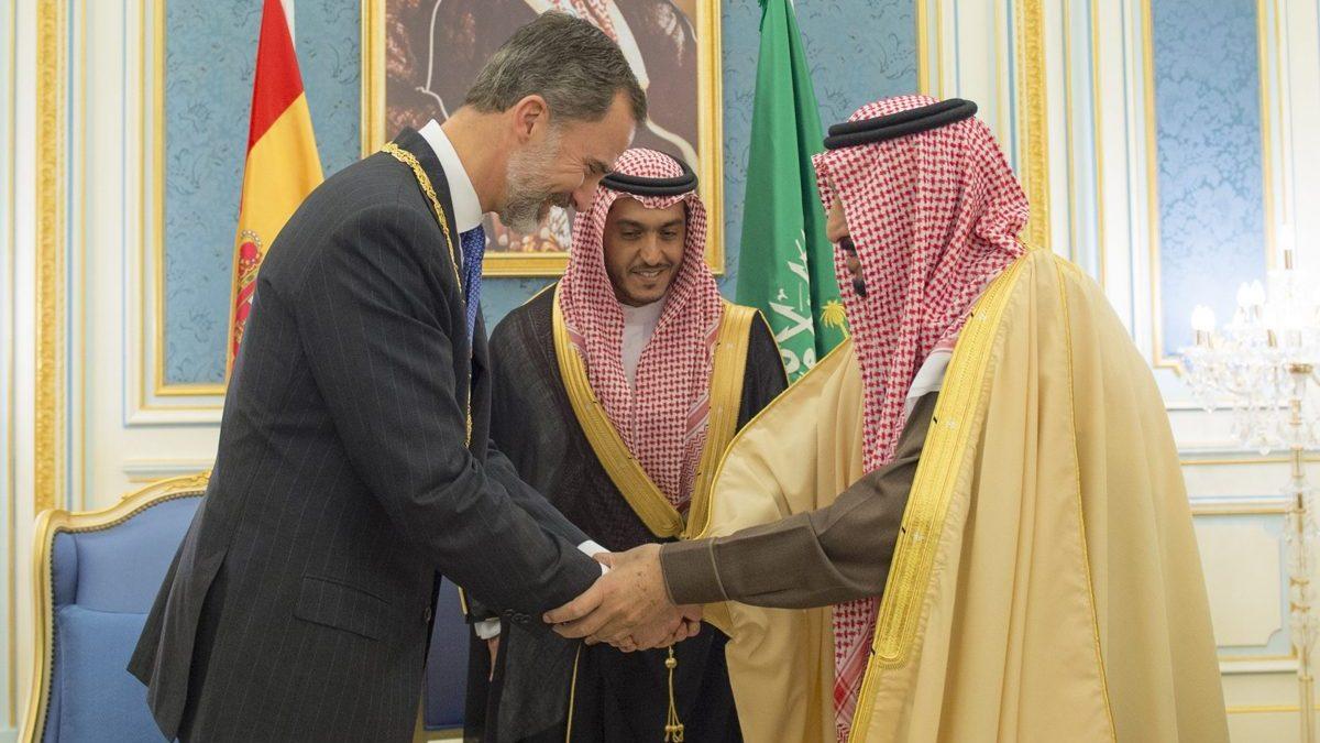Felipe VI recibido por el Abdul Aziz Medal en su viaje oficial a Arabia Saudí (Foto: Getty)